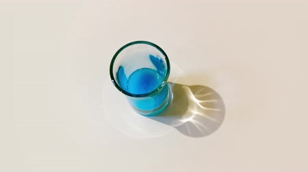 wódka : Shot glass is filled with blue liquid Wideo