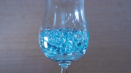 Blue beads in the goblet Vídeos