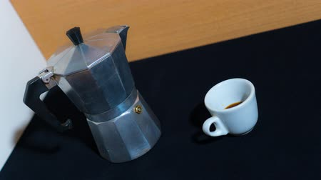 Cup is filled with coffee in stop motion Vídeos