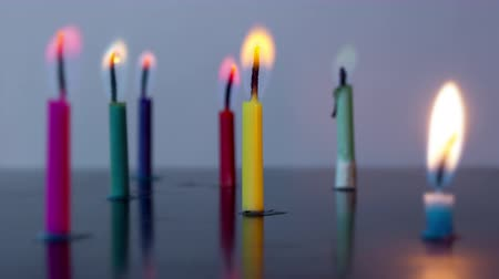 запомнить : Colored candles burn in timelapse