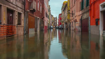 Road of the flooded Italian city Vídeos