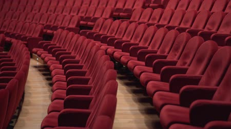 concertgebouw : Lots of red chairs in the theater Stockvideo