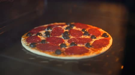kuchenka : Timelapse of Baking Pizza