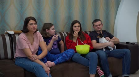 терьер : Family Watching TV and Eating Popcorn