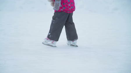 primórdios : Little Girl Skating on the Ice Rink Outdoor