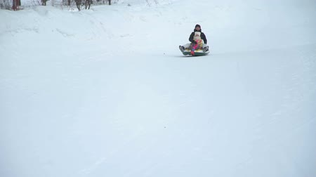csőrendszer : Mother and Daughter Riding on a Sledding Tubing Stock mozgókép
