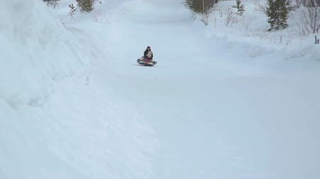 csőrendszer : Woman and Girl Riding Fast on a Snow Tubing