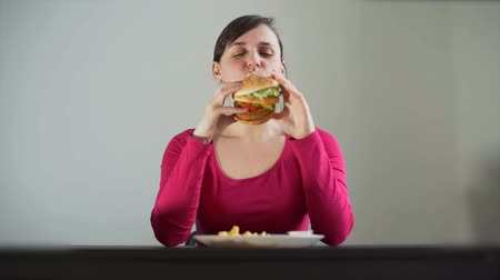 obżarstwo : Young Woman Greedily Eating the Sandwich