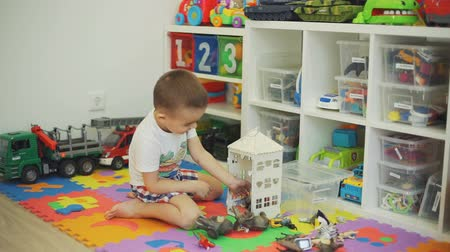 przedszkolak : Little Boy Playing with Toy Animals at Home Wideo