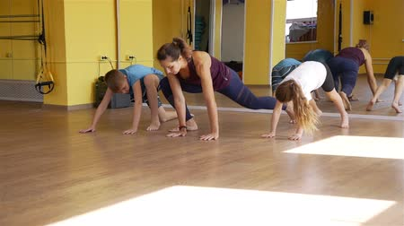 esneme : Children Doing Exercises with Trainer in a Gym Stok Video