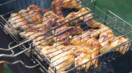 braciere : Preparing Chicken Wings on Charcoal Grill. Barbecue Party Delicious Food on the Grill. Summer Outdoor Cooking on a Family BBQ Grill. Leisure, Food, Family and Holidays Concept Filmati Stock