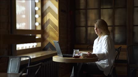 блог : Female Psychologist Making Video Call to her Client on her Laptop while Sitting in a Coffee House. Online Work and Freelance Concept