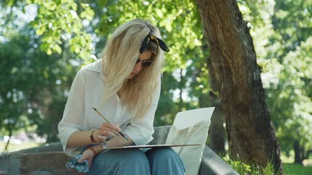 шедевр : Female Street Artist Painting Picture on the Street in Slow Motion. Watercolor Painting Outdoors. Creativity Inspiration Expression Concept