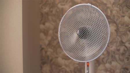 ventilátor : Electric Fan in Motion Providing a Cool Breeze in the Room. Protective Device Against the Summer Heat