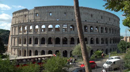 フォーラム : Rome, Italy - October 5, 2019: Colosseum or Coliseum, Huge Roman Amphitheatre is on of the Most Visited Attraction in Europe. Concept of Holidays, Vacations and Travel in Europe