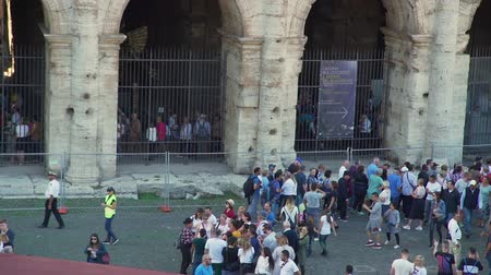 円形競​​技場 : Rome, Italy - October 5, 2019: Lots of Tourist Walking near the Coliseum in Rome. Many of them are Waiting for their Turn to Get Inside the Ancient Roman Amphitheatre.