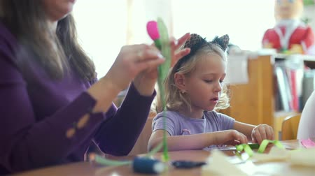 собственность : Cute Little Girl Making Decorations with Mother. Creating Artificial Tulip Flower with their Own Hands. Art, Handmade Crafts and Mothers Day Concept