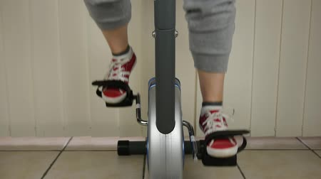 piada : Woman On Excercise Bike - Dolly pull