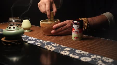 zen como : Master carefully stirs the tea mixture