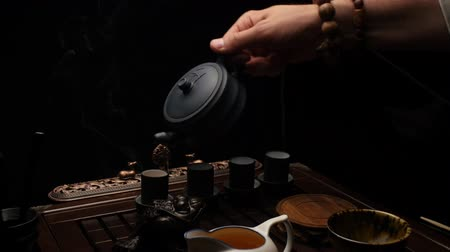 экзотичность : Pouring tea into cups. Chinese tea ceremony