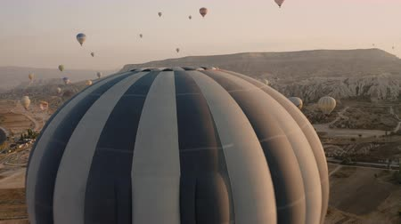 kappadokien : Cappadocia, fantastic drone span and balloon closeup Videos