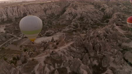 montgolfière : A balloon flies over Cappadocia, shooting from a drone in 4K