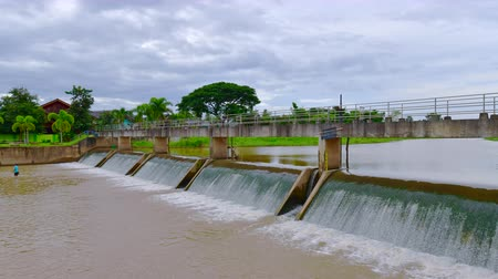 ダム : 4K time lapse video of small dam in Wang Nuea district, Thailand.