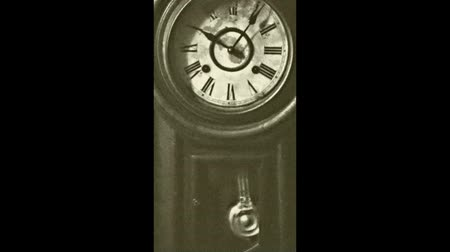 antika : Vintage Clock Time pass by in Flim Effect Stok Video