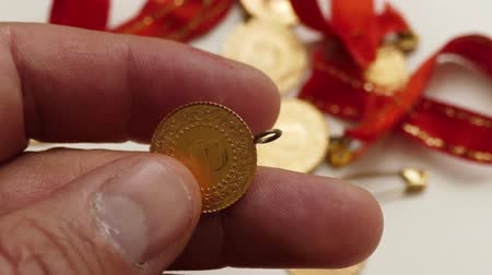 hoard : Gold has a gold in the hands of the money-changers, close-up, Turkish republic quarter gold. Stock Footage