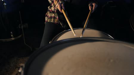 davulcu : Young Emotional Rock girl percussion drummer performing with drums, slow motion. Attractive young woman plays the drums