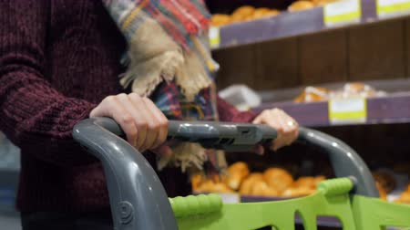 drudgery : Woman pushing shopping cart in grocery store. 4k