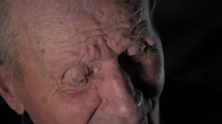 гражданин : Very old man portrait with emotions. Grandfather talking with somebody. Aged, elderly senior. Close-up of eyes pensive old man sitting. Slow motion Стоковые видеозаписи