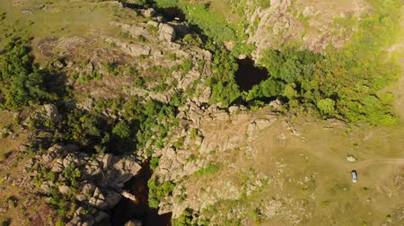 pináculo : Aerial view. Flying over beautiful canyon in wild nature landscape, Drone flies at summer season. Between rocks flowing a river in which tourists swimming
