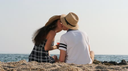 reclináveis : Young beautiful couple spending time on date together near sea on the beach. Boyfriend and girlfriend on picnic. They kisses, hugging, love each other. Relationship concept. Vídeos