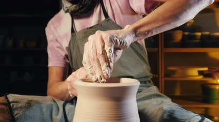 çamur : Artist operates hands, which gently creating correctly shaped handmade from clay. Traditional pottery making, teacher shows the basics of pottery in art studio