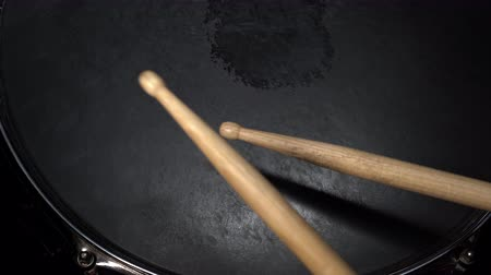 dobverő : Drumsticks hits on the snare drum. View from above. Drummer plays active rhytm