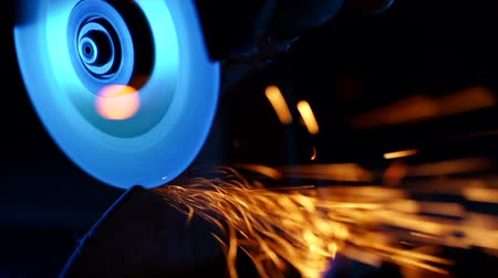 locksmith : Close-up of welder grinding smooths steel and iron using modern equipment. Industrial production, locksmith industry concept. Sparks from grinding wheel. Stock Footage