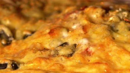 calabresa : Cheese on pizza melts from oven heat. Baking, Time Lapse 4k