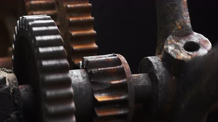 заводной : Industrial mechanism. Steampunk, time, old, clock concept. Big metal rusty gears rotating close-up view.