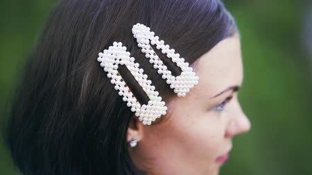 toka : Fashionable hairpins. Woman clip pearl barrettes. Concept of fashion, trends. Stok Video