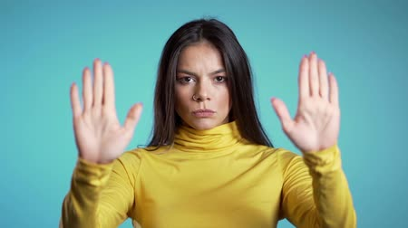 söylemek : Angry annoyed woman raising hand up to say no stop. Sceptical and distrustful look, feeling mad at someone. Hispanic girl facial expressions, emotions and feelings. Body language Stok Video