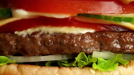 картофель фри : Juicy beef burger with cutlet, onion, vegetables, melted cheese, lettuce, sauce