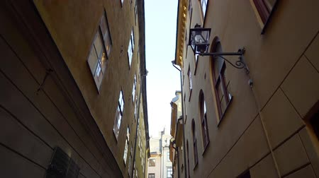 non městský dějiště : Apartment building streets in old northern european city. Scandinavian windows. Facades of colorful houses in the streets of Sweden. Traveling concept. Slow motion. Steadicam shot