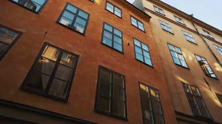 non městský dějiště : Apartment buildings on european streets in old northern city. Scandinavian windows. Facades of colorful houses in narrow streets of Stockholm, Sweden. Traveling concept. Slow motion. Steadicam shot Dostupné videozáznamy