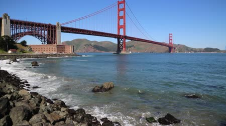 goldene : Wellen und Golden Gate Bridge - Kalifornien