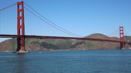 rosso e blu : Golden Gate Bridge da vicino - California