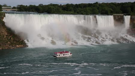 damarlar : Cruising vessel and falls - Niagara Falls, New York