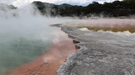 harikalar diyarı : Mineral crust of Champagne Pool, New Zealand