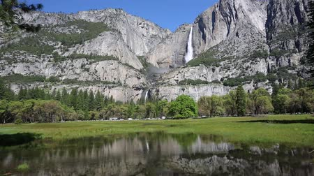 sierra nevada : Yosemite Falls, California