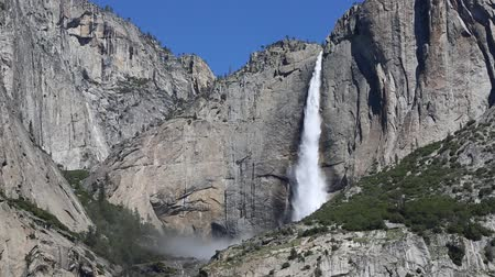 fabuleux : Upper Yosemite Fall, Californie Vidéos Libres De Droits